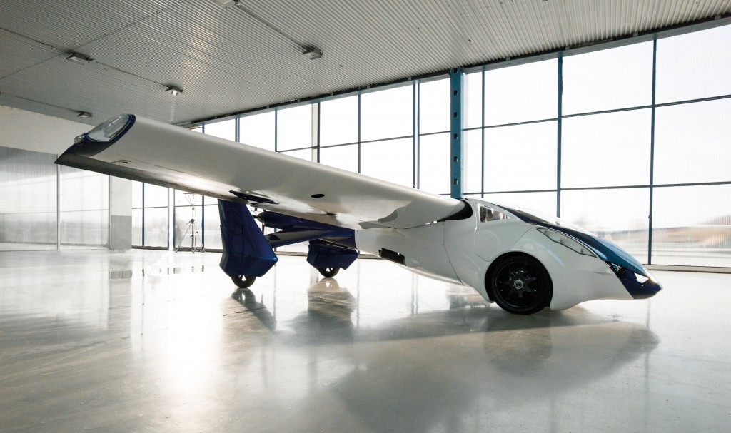 AeroMobil-3-perspective-view-in-hangar-airplane-configuration-facing-right-e1479913192248-1024x607