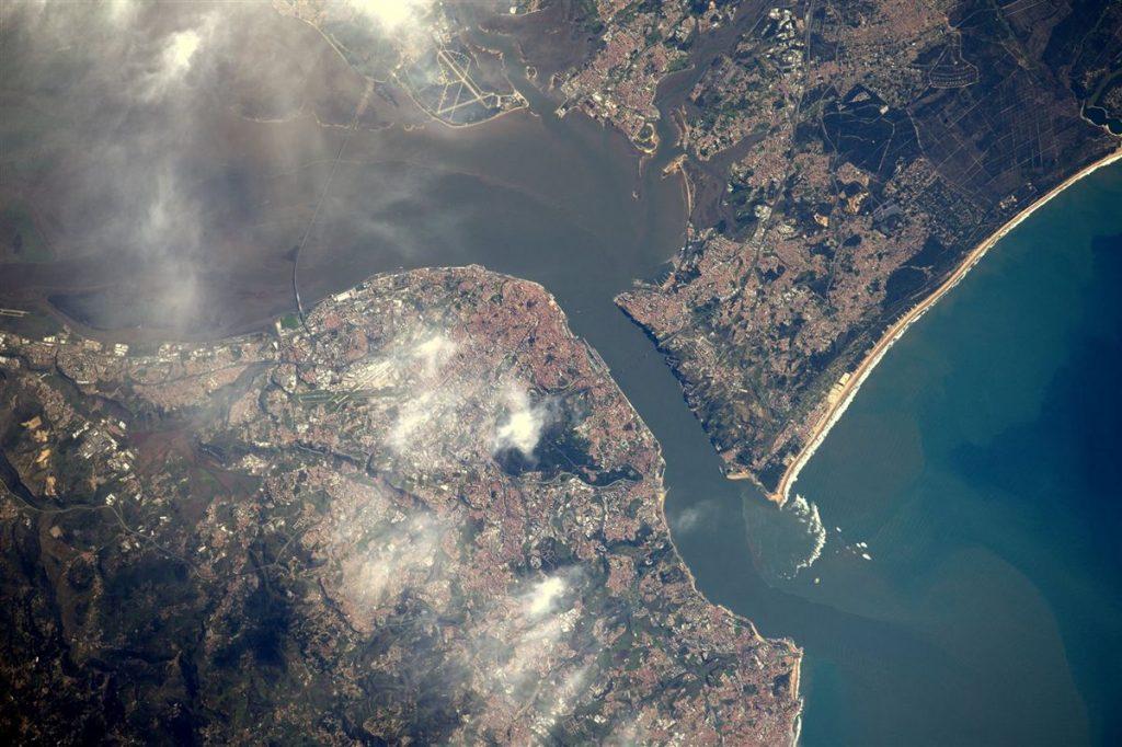 Fotografia aérea da cidade de Lisboa Foto Facebook: Thomas Pesquet